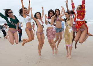 Pose Seksi Nadine Alexandra  Putri Indonesia 2010 di Miss Universe 2011