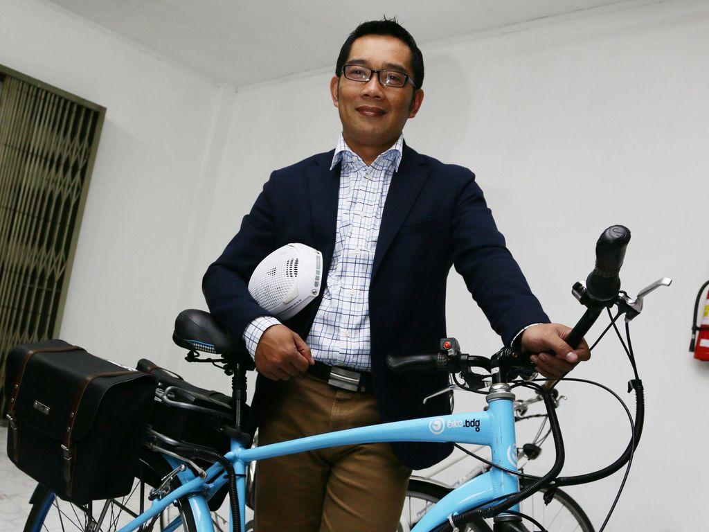 Ridwan Kamil Jual Baju Bekas Miliknya untuk Patungan Beli Ambulans