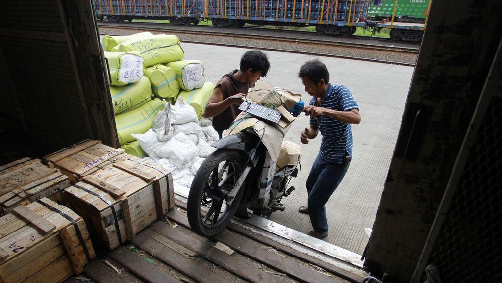 Daop II Bandung Gratiskan Angkut Sepeda Motor Milik Pemudik