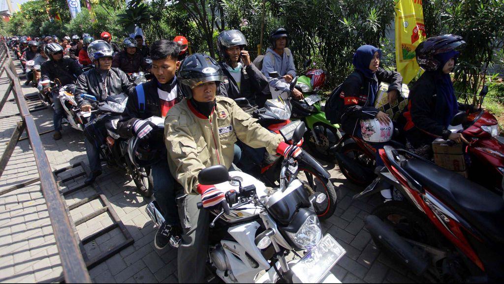 Polda Metro Kawal Pemudik Bermotor Hingga ke Perbatasan DKI-Jabar