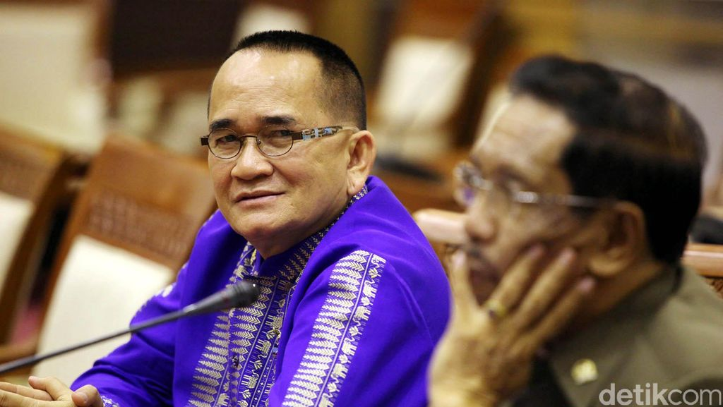 Ruhut: #SaveKPK, Ada Udang di Balik Bakso Rencana Revisi UU KPK!