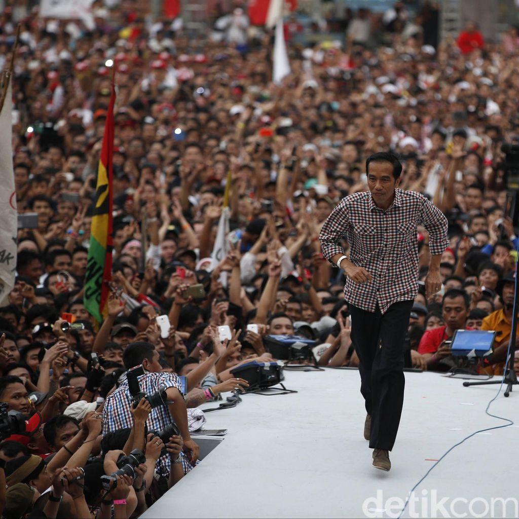 Buka Puasa Bareng Artis Salam Dua Jari, Jokowi Singgung Reshuffle Kabinet