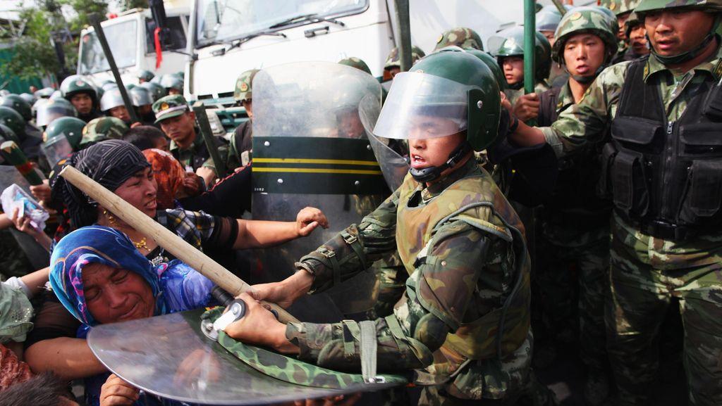 18 Orang Tewas dalam Bentrokan Polisi China dan Muslim Uighur