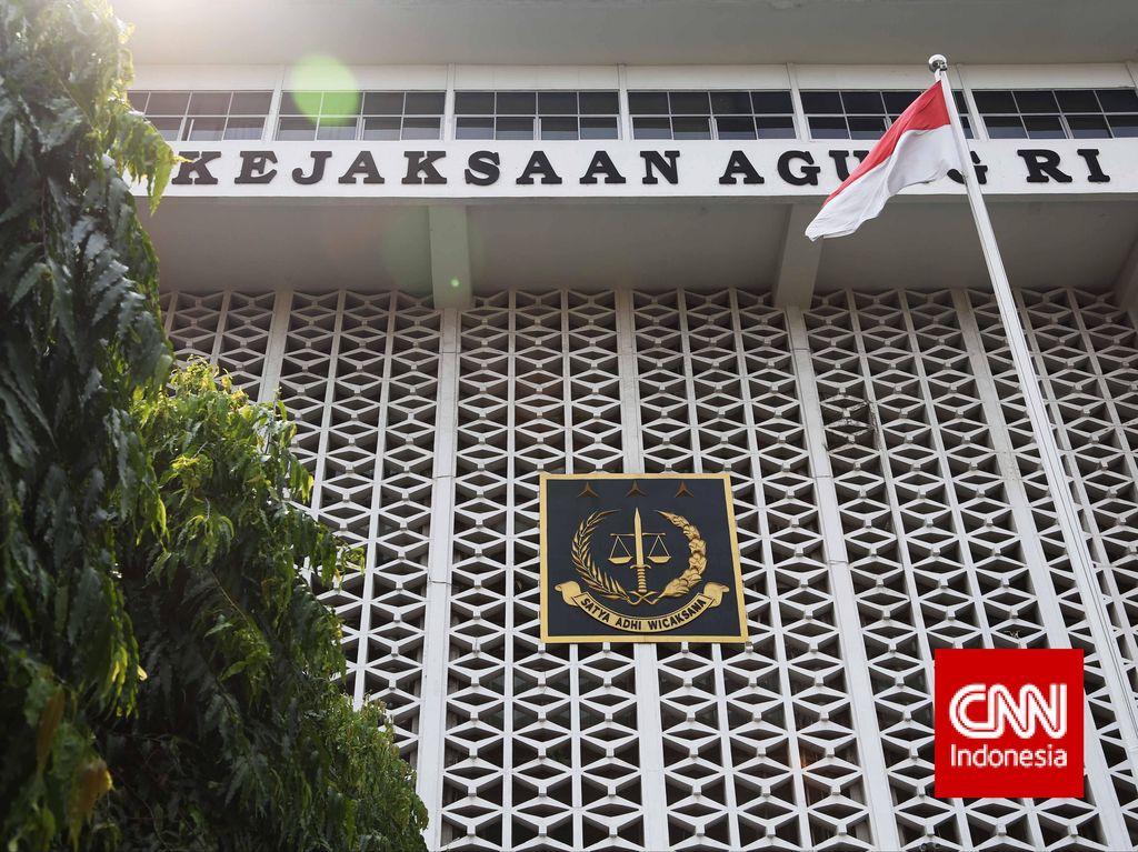 Tim Kejagung Jemput Paksa Kabiro Organisasi Pemprov Jabar Asep Sukarno
