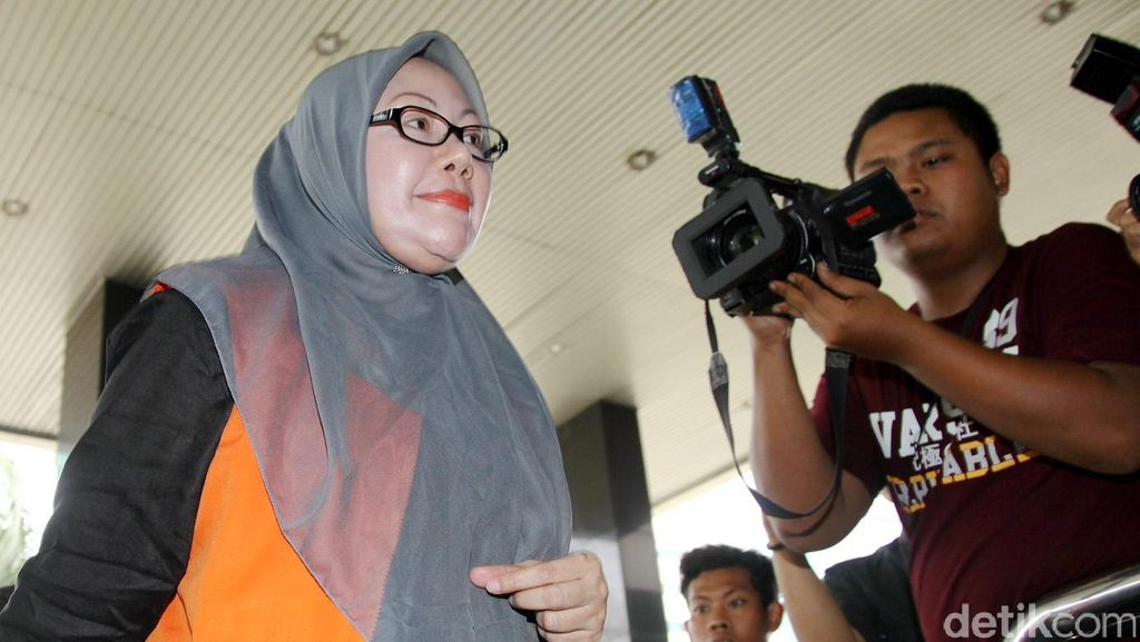 Ketahuan Simpan Ponsel, Ratu Atut Dihukum Bersihkan Lapas