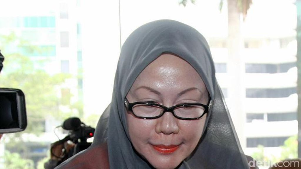 Ajudan Ratu Atut dan Jajaran PNS Pemprov Banten Diperiksa KPK