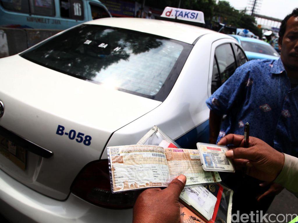 Razia Gabungan di Solo, Petugas Sita Taksi Bodong
