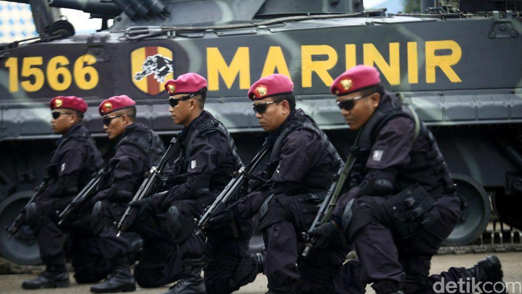 Latihan Ekstrem Dopper Berpeluru Tajam Untuk Meningkatkan Nyali Marinir