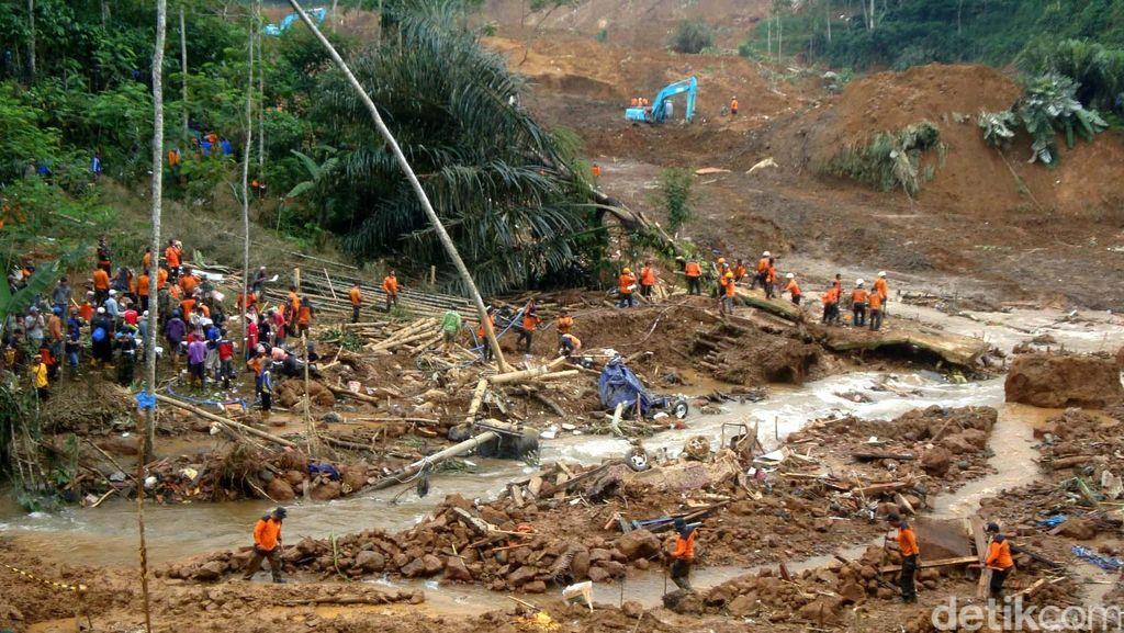 Longsor di Banjarnegara, 158 Orang Diungsikan