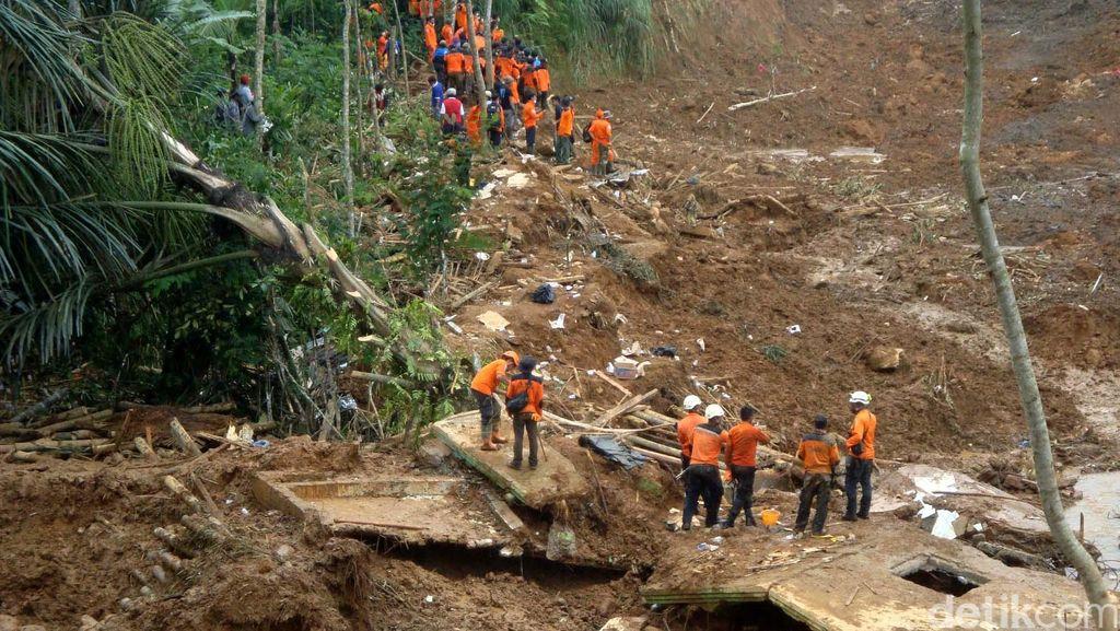 Hujan Deras Guyur Bogor, 2 Orang Tewas Tertimbun Longsor