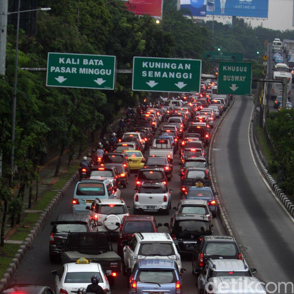 Lalu Lintas di Jakarta Masih Padat Merayap Malam ini