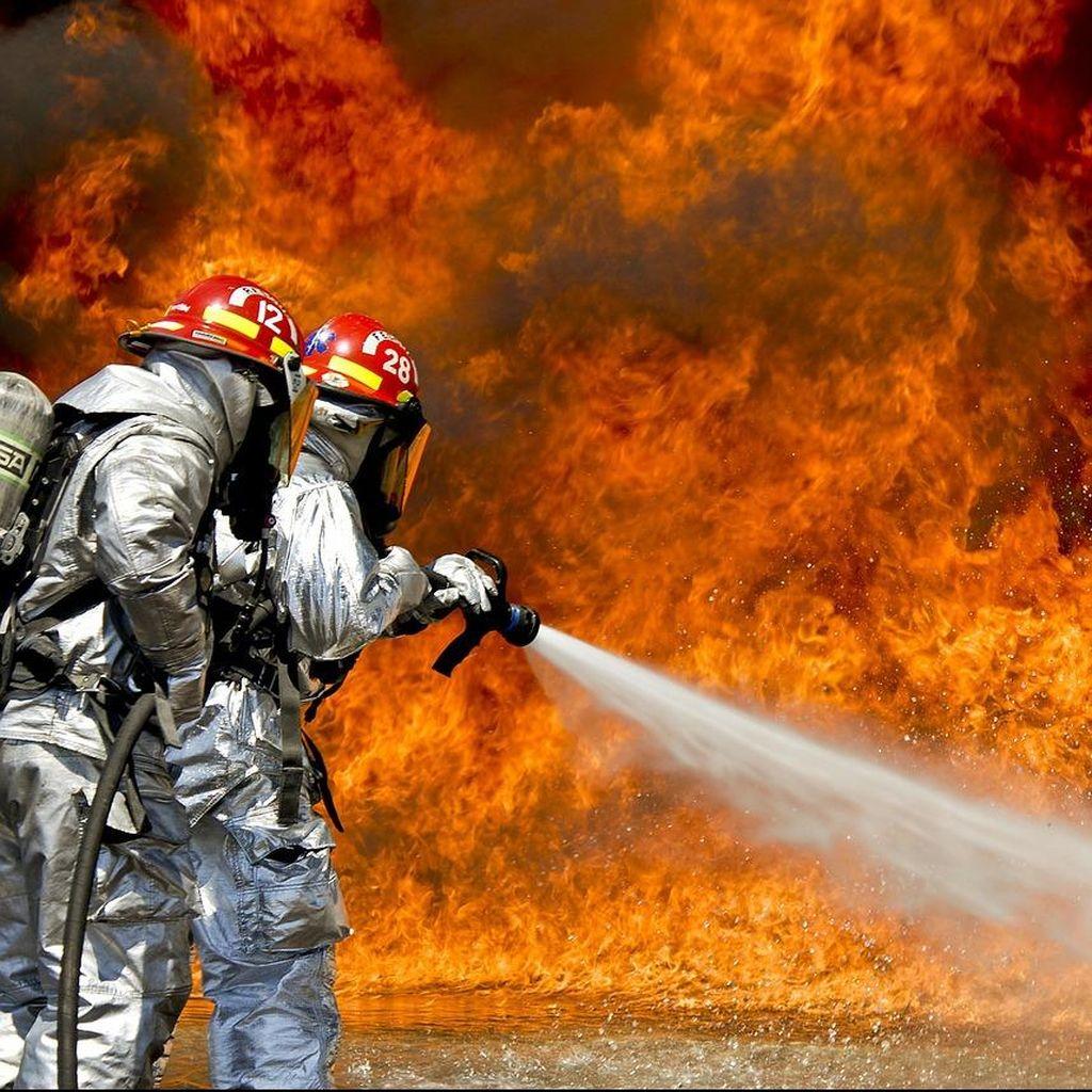 Sebuah Rumah di Kompleks Kodam Kalimalang Terbakar
