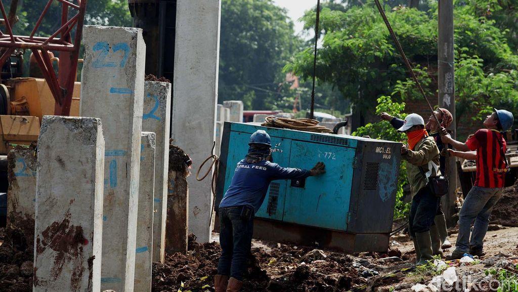 Amankan Tol Becakayu di Kalimalang, Satpol PP Ricuh dengan Warga