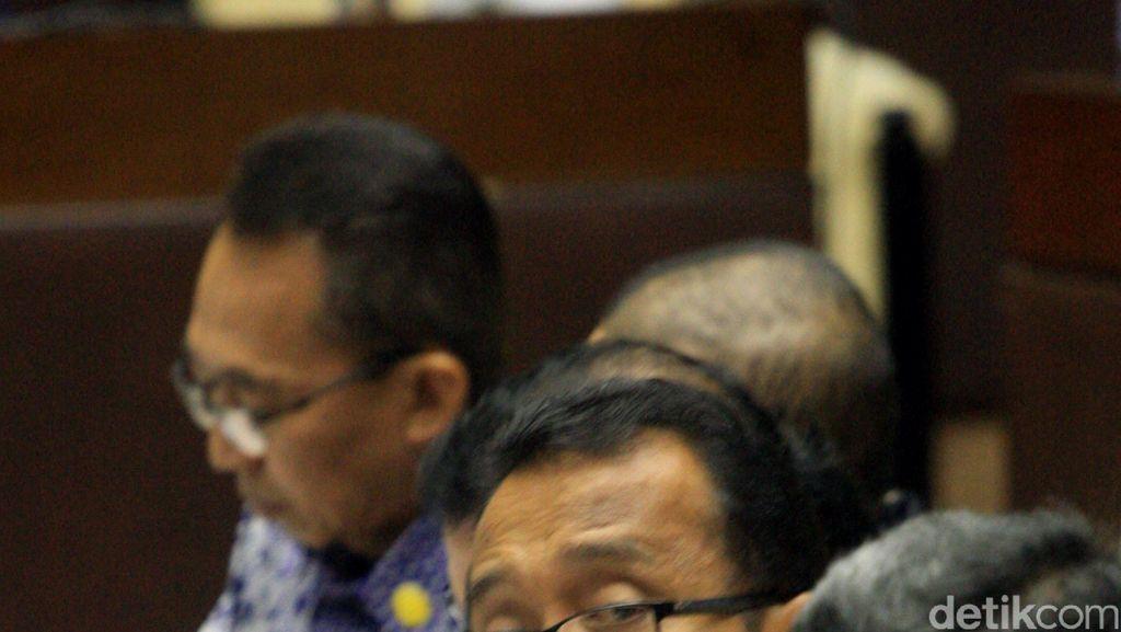 Bahas Aset Negara, Mensesneg Rapat dengan Komisi II DPR