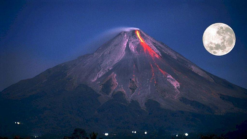 Mbah Rono: Jangan Percaya Isu Letusan Gunung Raung Sama Dengan Merapi