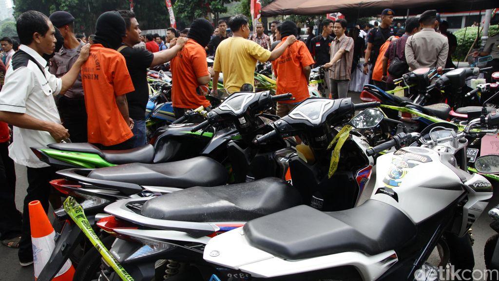 Maling Motor di Bekasi Dikeroyok Warga Hingga Tewas