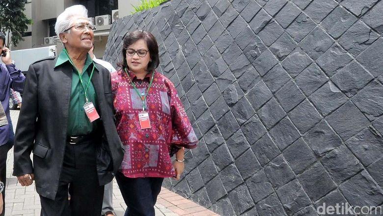 Pengacara Senior Adnan Buyung Nasution Meninggal Dunia
