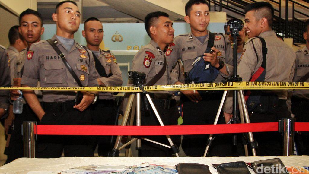 Polisi Tangkap 2 Orang Pelaku Pembobol Kartu ATM