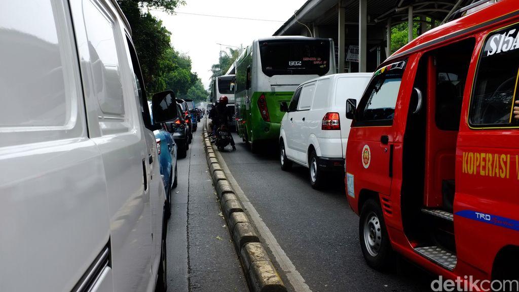 Sterilisasi Jalur TransJ, Separator di Seluruh Koridor akan Ditinggikan