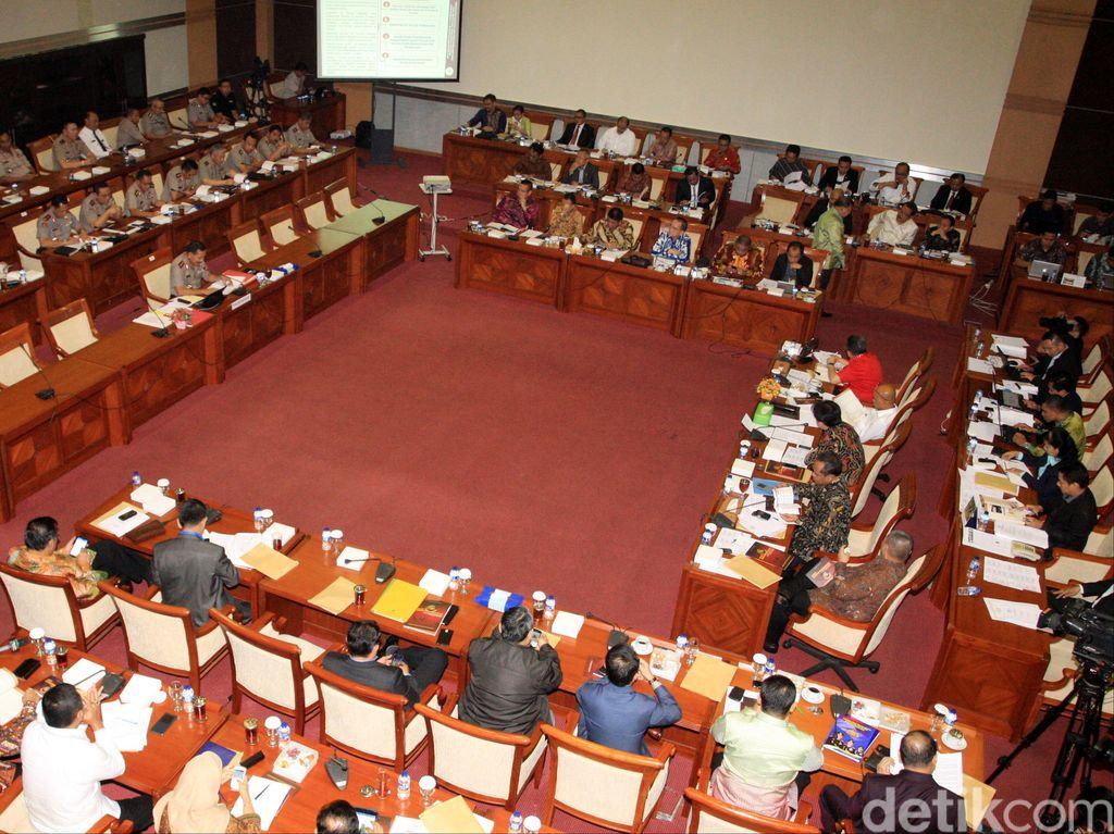 Komisi IX Gelar Rapat dengan Dirut BPJS dan Kemenaker Bahas PP JHT