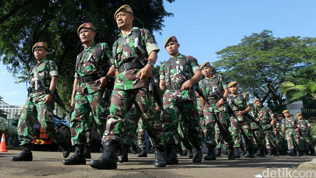 Pengamanan Jelang Pilkada, TNI di Perbatasan Amankan Pistol dan Sajam