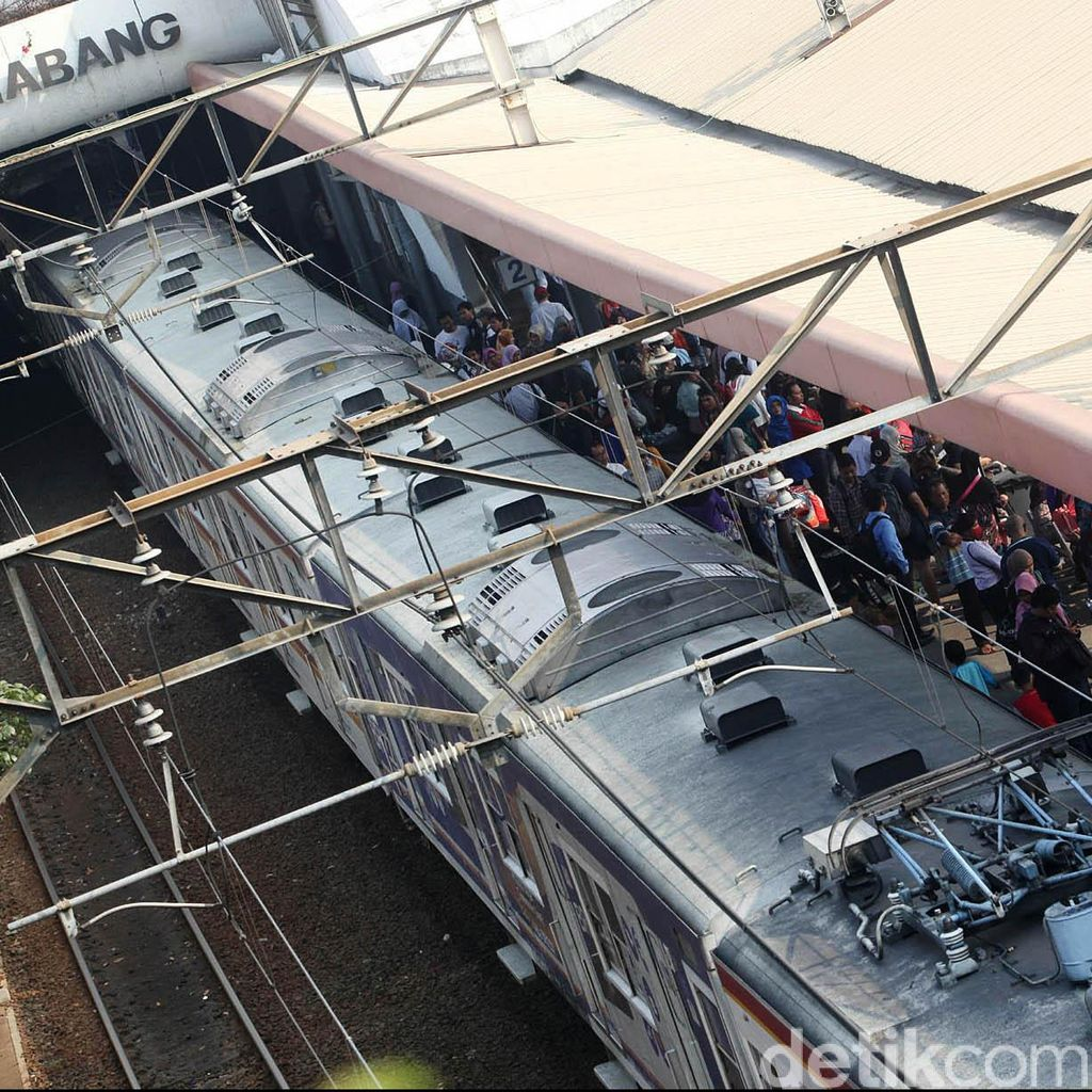 Ada Gangguan Sinyal di Stasiun Citayam, Laju Commuter Line Tertahan