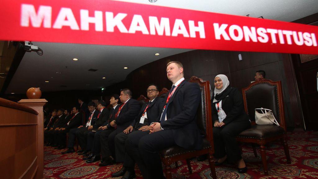 Pimpinan MK Datangi DPR Bicarakan Usulan Revisi UU MK
