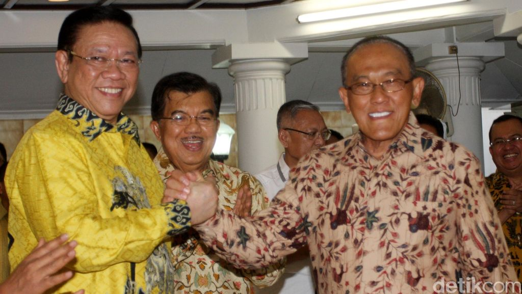 Agung Laksono: Ical Tak Berhak Ganti 3 Anggota MKD untuk Kawal Novanto!