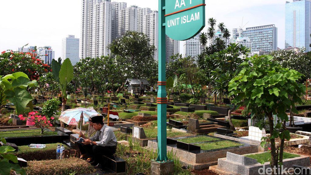 Ahok: Dalam Sehari, Kadis Pertamanan dan Pemakaman Temukan 80 Makam Fiktif
