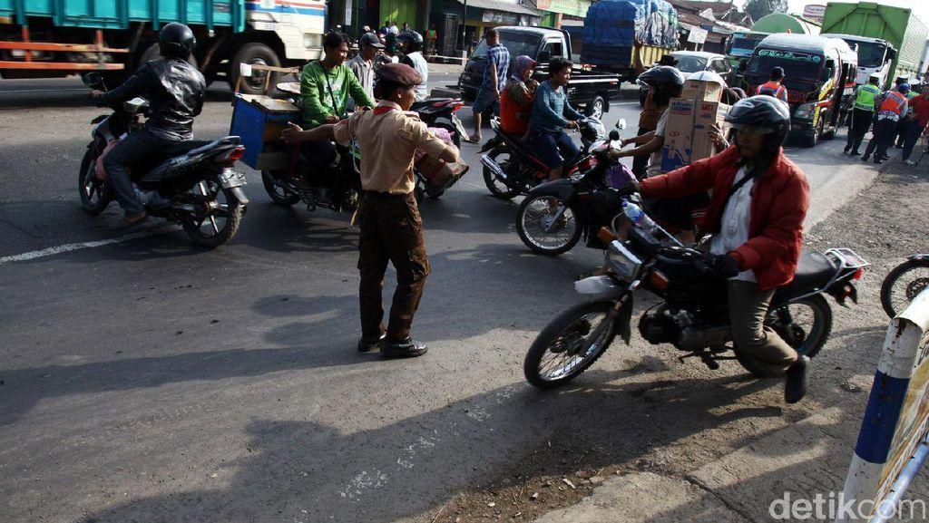 Patuhi Arahan Presiden, Kakorlantas Polri: Urus STNK Akan Satu Loket