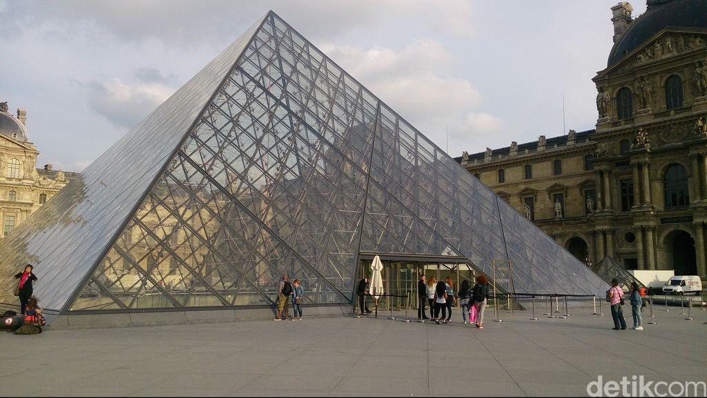 Indahnya Piramida Louvre, Landmark Unik Kota Paris