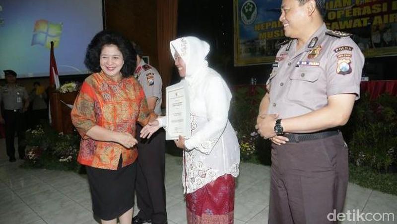 Menkes Beri Penghargaan pada Risma, Kapolda Jatim, dan Tim DVI AirAsia QZ8501