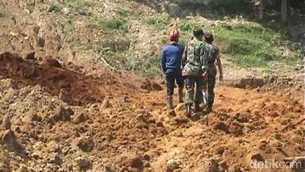 Tebing Setinggi 70 Meter Longsor di Purwakarta, 1 Orang Tewas Tertimbun