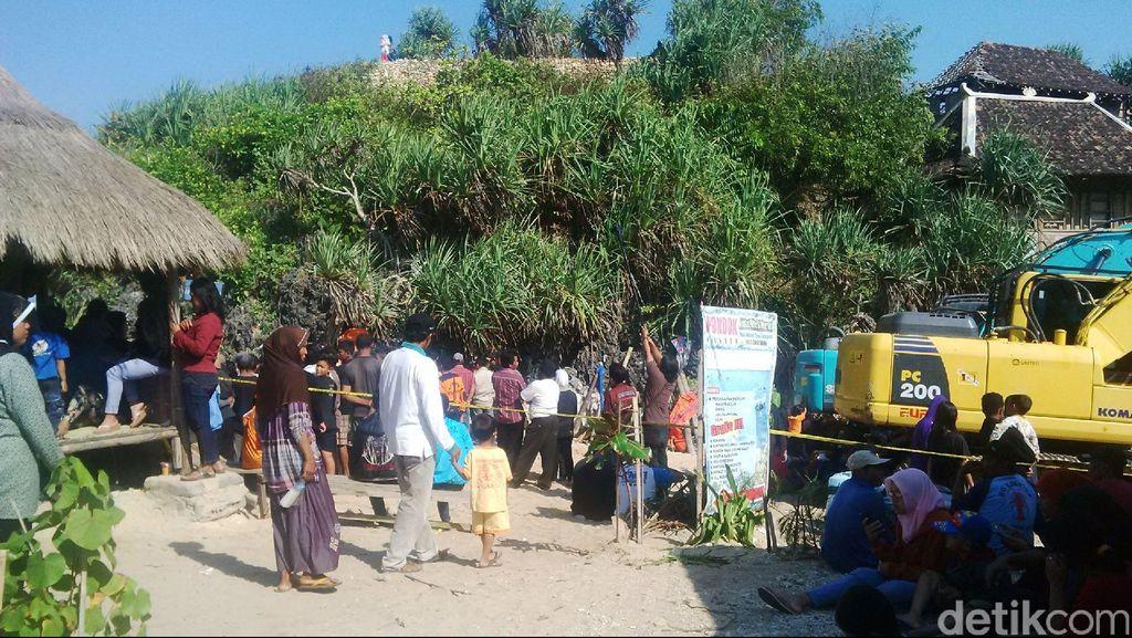 Retakan di Tebing-tebing Pantai Selatan Yogyakarta Disebabkan Gempa 2006