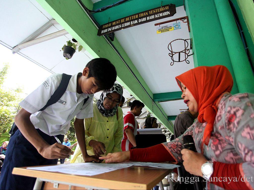 Diancam Ditindak Tegas, Seribu Calon Siswa SKTM di Bandung Mundur