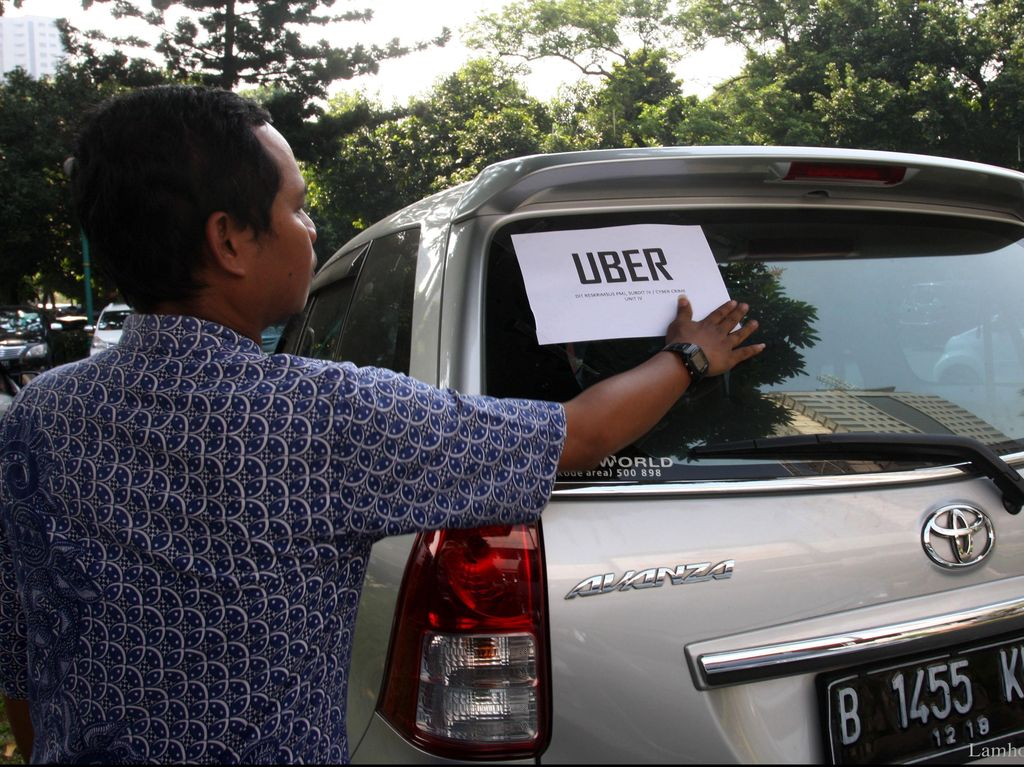 Aher Perintahkan Dishub Jabar Ikut Telusuri Taksi Uber di Bandung