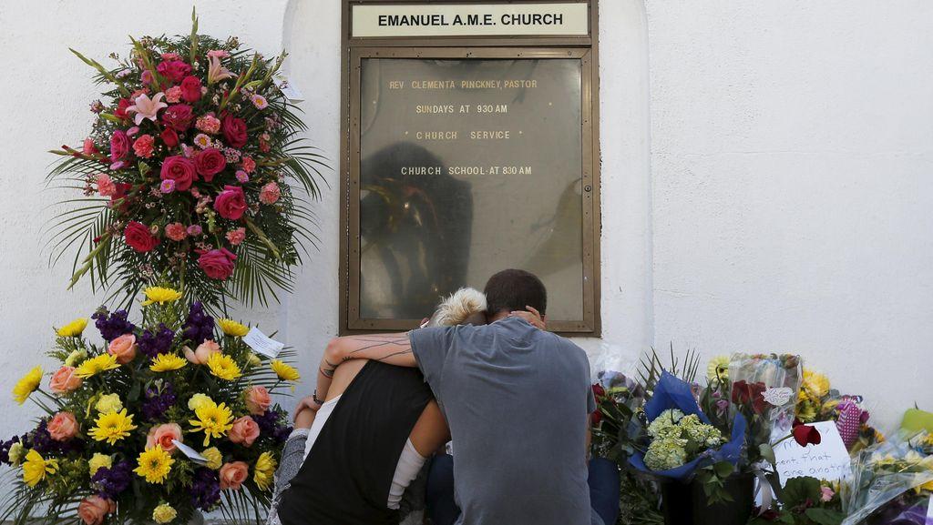 Hillary Clinton Sebut Penembakan Gereja AS Aksi Terorisme
