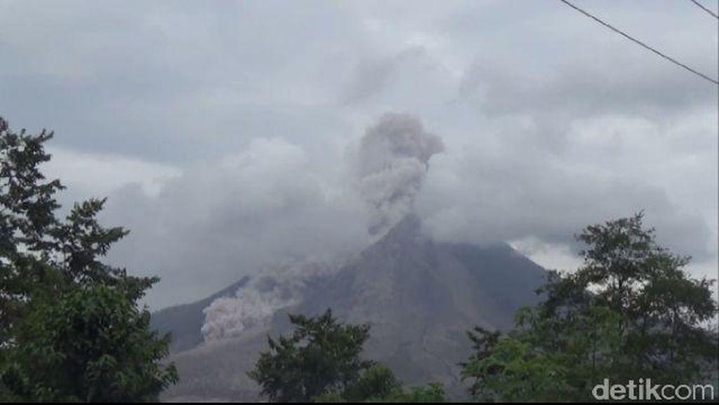 Gunung Sinabung Kembali Erupsi dan Keluarkan Awan Panas Berkali-kali