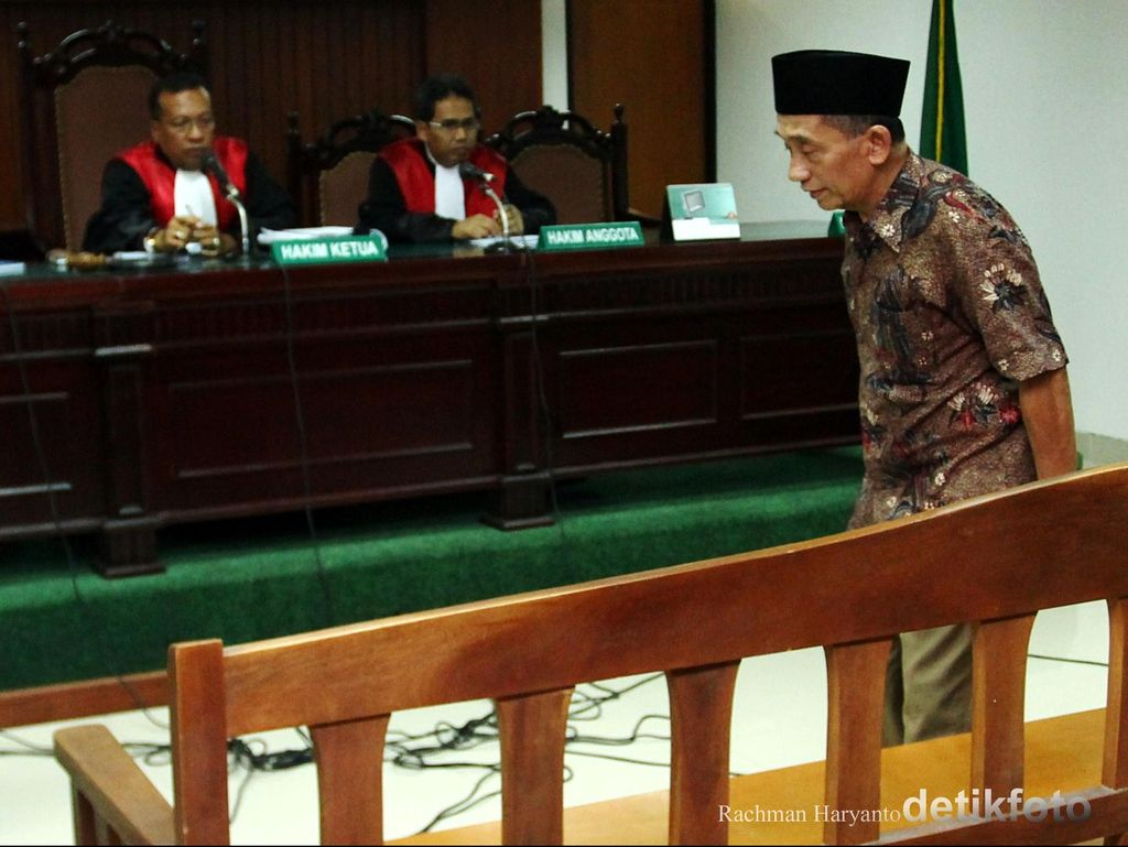 Fuad Amin Terima Setoran Miliaran Rupiah dari Dinkes Bangkalan