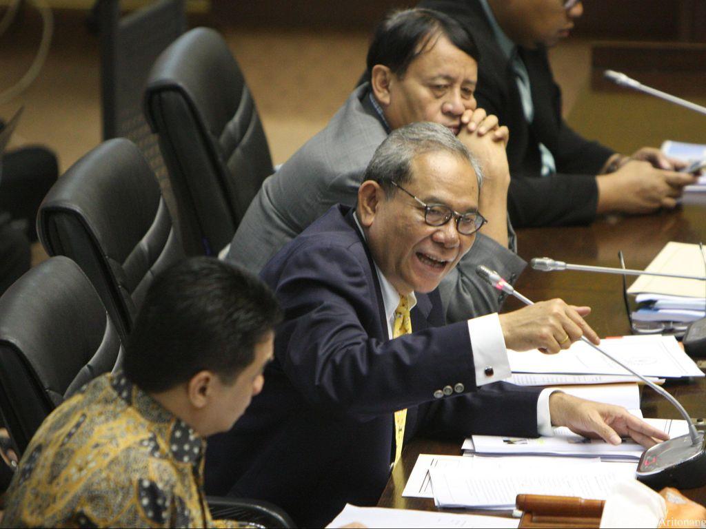 Ketua Komisi II Tolak Ide Menristek Kepala Daerah Minimal S-1