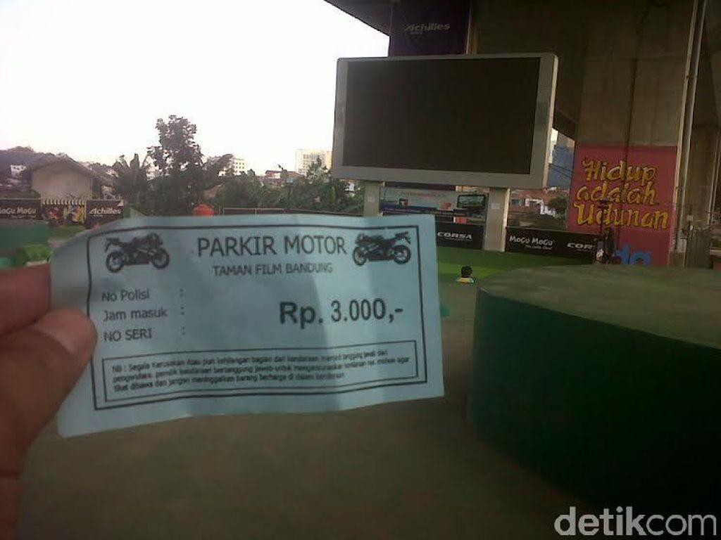 Dear Ridwan Kamil, Warga Keluhkan Tarif Parkir Rp 3 Ribu di Taman Film