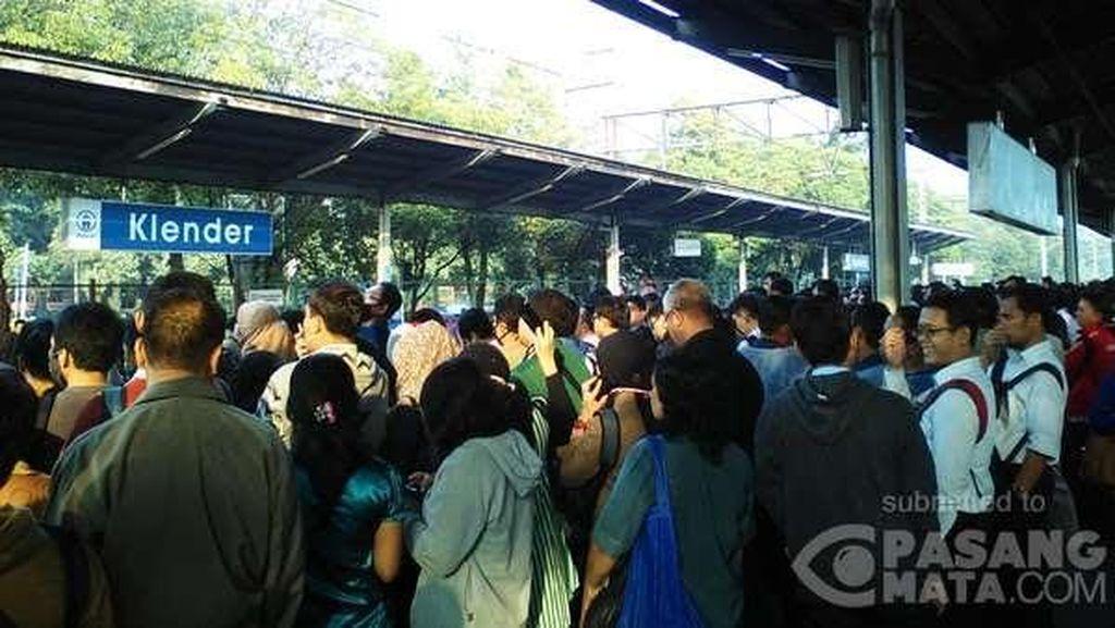 KRL Bekasi-Kota Alami Gangguan, PT KJC Kirim Kereta Pengganti