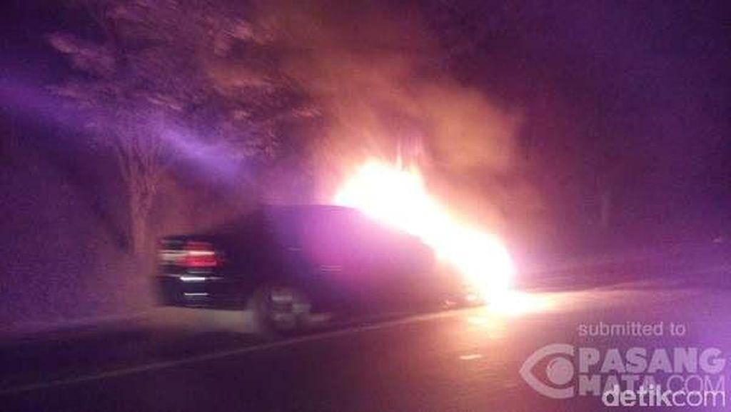 BMW Terbakar di Tol Merak arah Tangerang