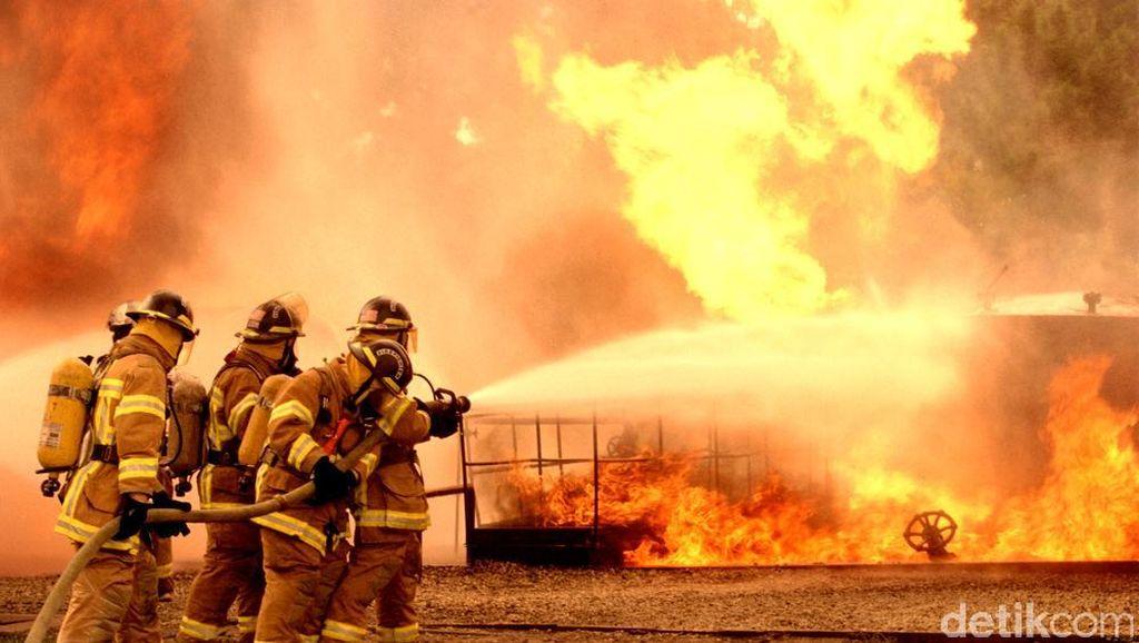 Bengkel Terbakar di Jatiasih Bekasi, 2 Unit Damkar Diterjunkan
