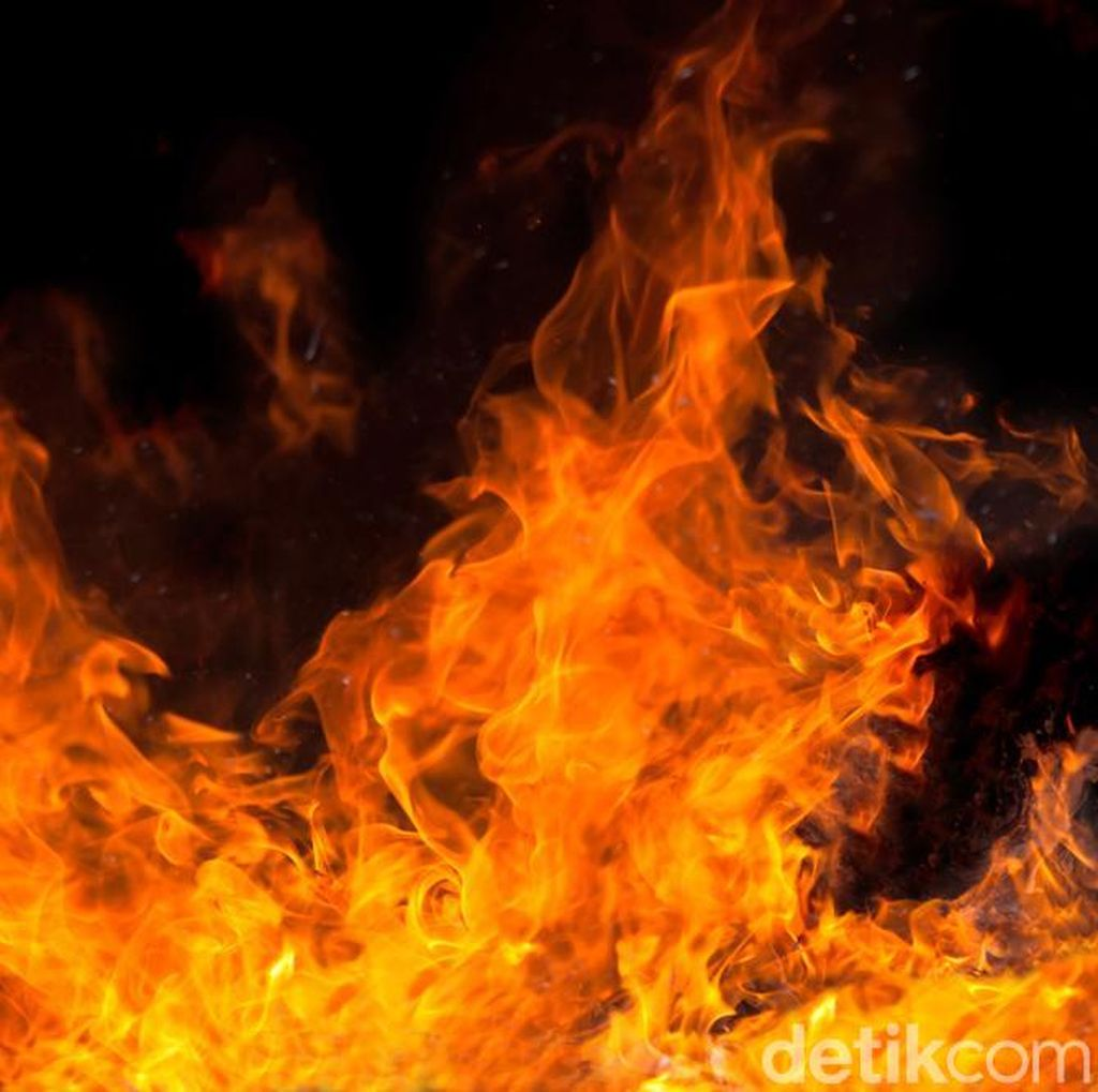 Gardu Listrik di Dekat Thamrin City Jakarta Terbakar