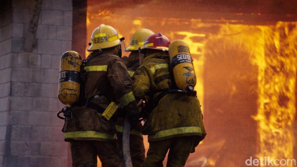 Kebakaran di SMPN 49 Kramatjati Padam, Lalu Lintas Padat Merayap