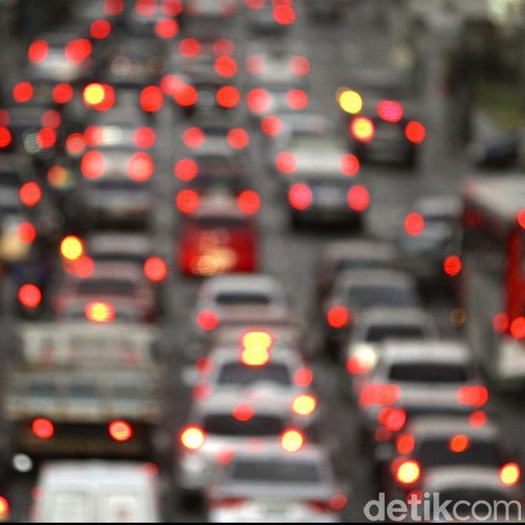 Ada 2 Kecelakaan, Tol Cikampek Macet di Bekasi dan Cikarang