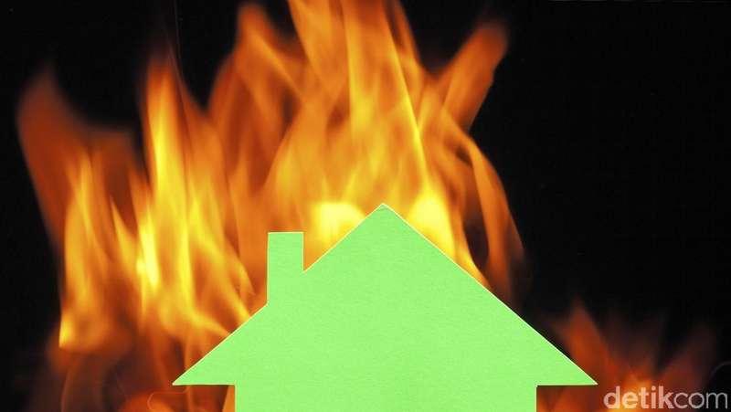 Rumah Warga di Jl Damai Cipete Terbakar, 15 Unit Damkar Dikerahkan