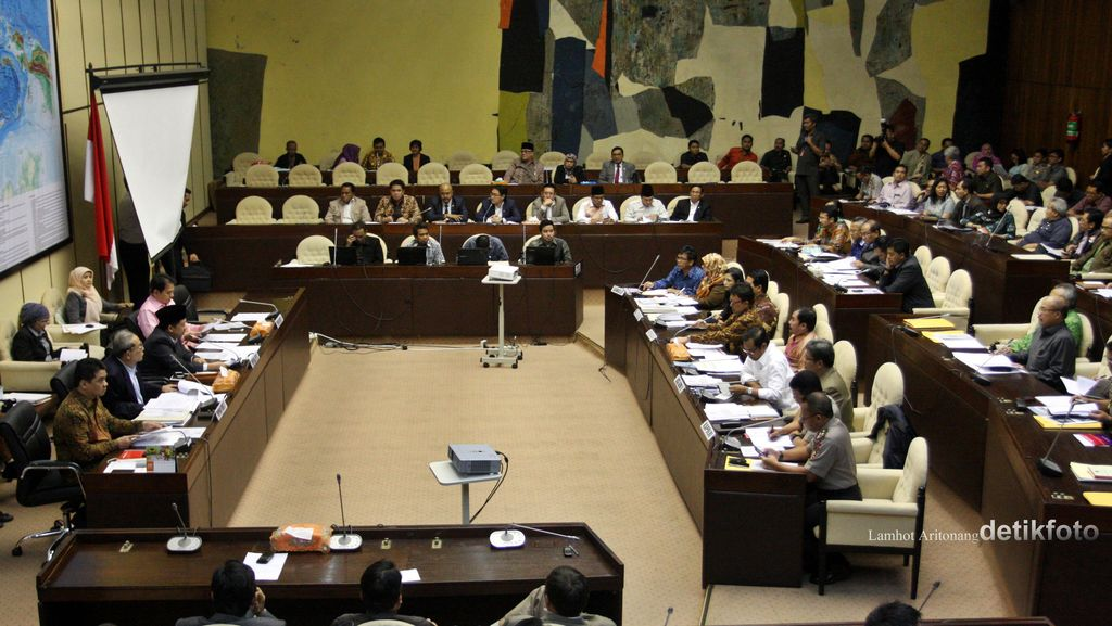 Bahas Audit BPK Terhadap KPU, Komisi II: Tak Ada Upaya Tunda Pilkada