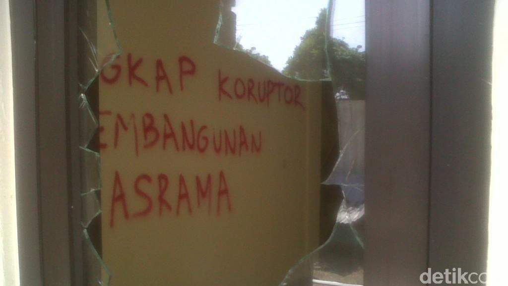 Tuntut Bupati Diadili, Mahasiswa Muba di Yogya Pecahkan Kaca dan Coret Asrama